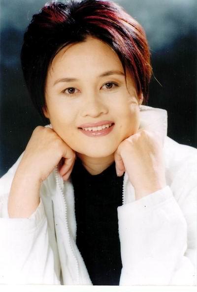 40岁圆脸短发女士发型图